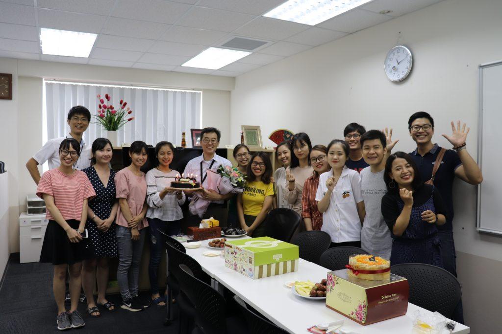 (1)ベトナムでとても大事されている誕生日のお祝い